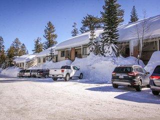 Vacation retreat w/ shared hot tub, pool, sauna & dog-friendly accommodations!, Mammoth Lakes