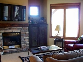 Shared hot tub w/ mountain views & proximity to ski slopes & summer bike trails., Mammoth Lakes
