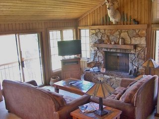 Large condo with shared hot tub/sauna/pool and spectacular views!, Mammoth Lakes