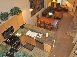 Dog-friendly condo with a shared pool and hot tub, close to slopes!, Mammoth Lakes