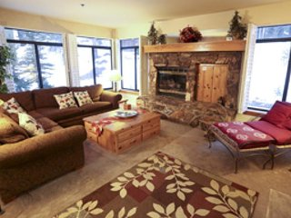 Spacious, dog-friendly vacation property with shared hot tub, pool, and sauna!, Lagos Mammoth