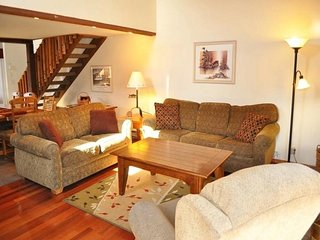 Spacious condo with a shared sauna and hot tub and mountain views!, Mammoth Lakes