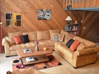 Townhome with shared hot tub & sauna and amazing views of Mammoth Meadow area!, Lagos Mammoth