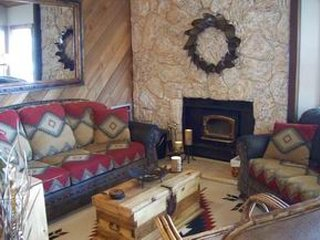 Delightful dog-friendly condo with shared hot tub/sauna!, Mammoth Lakes