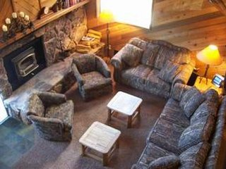 Enjoy a shared hot tub, sauna & pool when staying in this spacious condo!, Mammoth Lakes