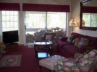 Wood fireplace, shared pool, sauna, & hot tub plus views of the Village Gondola, Mammoth Lakes