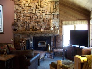 A lovely place for a family vacation with a shared pool, hot tub, sauna & more!, Mammoth Lakes