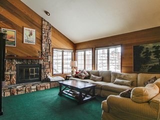 Rustic, family-friendly condo with a shared hot tub, sauna, and seasonal pool!