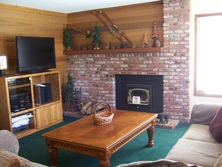 Updated rental with shared hot tub, pool & sauna, updated kitchen & more, Mammoth Lakes