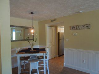 Beautiful 1 Bedroom ,1 Bath Condo, Gorgeous Beach just 3 minutes walk from condo