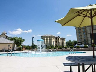 Mtn View 5203- Heart of Pigeon Forge - Community Pool - WiFi -