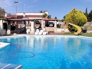 Family Style Flat with Pool, Specchia