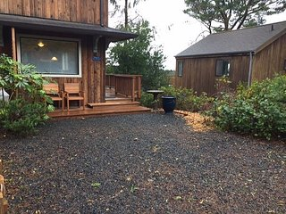 LITTLE APPLE COTTAGE ~ MCA# 1207 ~ Great location! Distant OCEAN VIEWS!