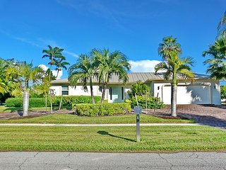 Charming waterfront house w/ heated pool & direct access to Gulf of Mexico, Marco Island