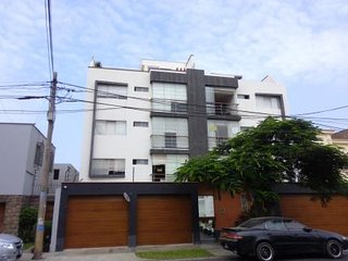 Centrally located in Sn Isidro's Financial Center, cozy, spacious & quiet area, Lima