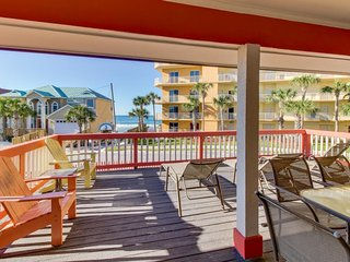 Spacious home w/ deck, hot tub & Gulf views - across from the beach, 2 dogs OK!