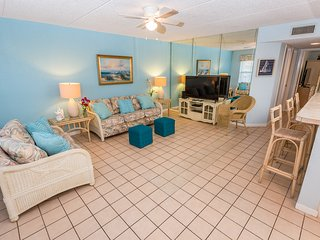 2 Bedroom 2 Bath Condo, Very Close to the Beach