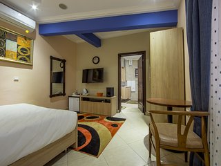 Bays Luxury Lodge - Accra, Opposite The Junction Mall