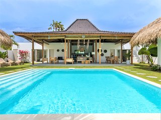❤$199 SEMINYAK | LUXURY Brand New 4BR Villa ❤ The true Bali ❤POOL ❤CHEF ❤WIFI