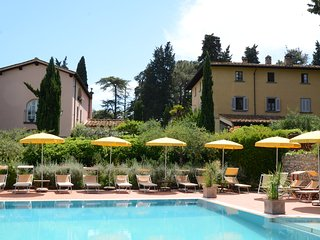 Smal country resort -historical Villa  with heated pool and beautiful garden