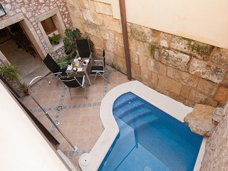 Townhouse  in the heart of Pollensa with pool, 2 minutes from Calvario, Pollença
