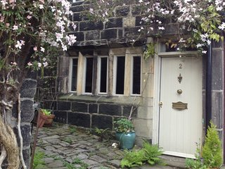 Swanfold - A Charming 2-Bed Period Holiday Cottage, Hebden Bridge
