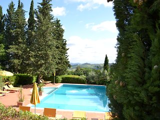 Charming-elegant 1 bedroom apartment in tuscan villa with pool and large park