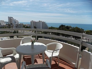 Apartment with see view, pool, just 2min from the beach.