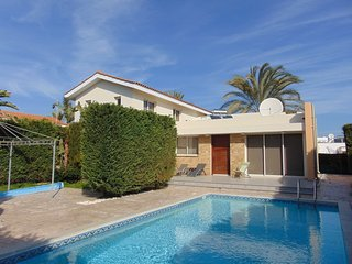 Villa Thea, 3 bed villa with pool in Pervolia