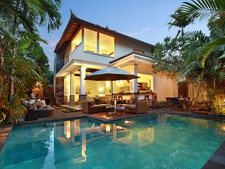 MASSIVE! MODERN LUXURY! 7 BEDROOMS/7 BATH VILLA Seminyak/2x POOL/close to beach