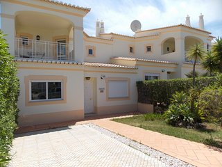 Lovely 2-bedrooms house in Oasis Parque next to Alvor.