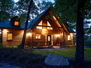 Romantic Get Away - Branson Bear Log Cabin - Pet Friendly, Ridgedale