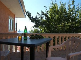 family sea view studio for 4 ppl 400m from the beach, Free pick up, shared pool