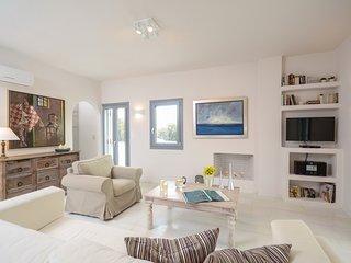 Seaside Naxos | Villa Aphrodite | Plaka Beach