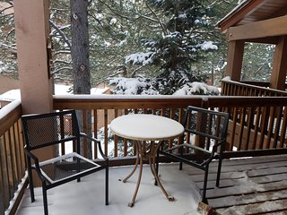3 bed/2 bath, Short walk to the slopes. Excellent rates Sleeps 12