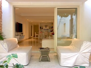Beautiful 1 bedroom apartment old city with pools