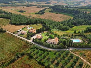 Apartment in Farmhouse (Rosa 4+2) province of Pisa,Volterra area, San Gimignano