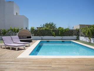 Modern villa 10 minutes to Playa den Bossa, perfect for families or groups