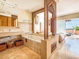 Apartment in Malibu, Club La Costa, 2 Heated Pools #6, Mijas