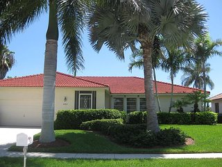 1153 Breakwater Court - 3 bed 2 bath Waterfront Home Close to Beach!, Marco Island