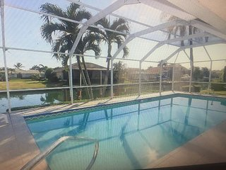 1153 Breakwater Court - 3 bed 2 bath Waterfront Home Close to Beach!