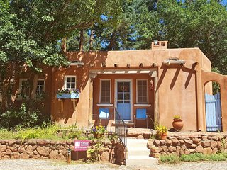 Summer Deal/Luxury Guesthouse for 2 by Pikes Peak with Mtn Views/5 star reviews