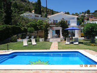 Villa Vista Zafiro is a lovely villa with sea views close to Benalmadena Pueblo