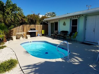 3 BDRM - POOL - 1 MIN WALK TO BEACH - DOCK -SUNSETS - ON SALE MAY 6-13 $1,495 WK, Key Colony Beach