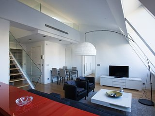 SAN MARTIN - Modern DUPLEX in the center of San Sebastian and with air