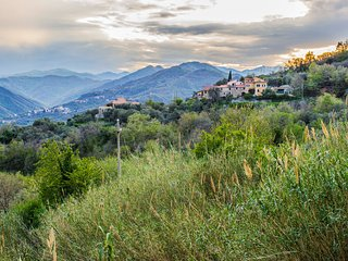 Quiet small hilltop village, lovely view, Garlenda