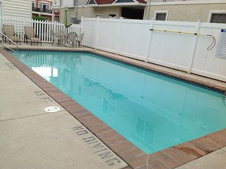 NEW Huge~Luxury~3 Levels ~Beach Block 4Brs TownHome~Pool~WIFI
