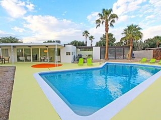 "The ""Rat Pack Pool Home "" Famous for Fun - 1959 Mid Century Modern Close to All, Palm Springs"