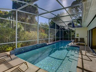 Extraordinary location - 3/2 with pool one block from Siesta Key beach