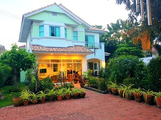 3 beds 3 bath secluded family home with private pool, Bangsaen